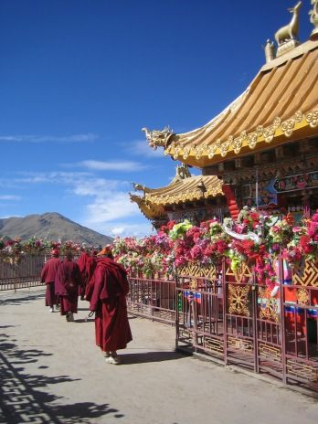 circumambulating-at-larung-gar